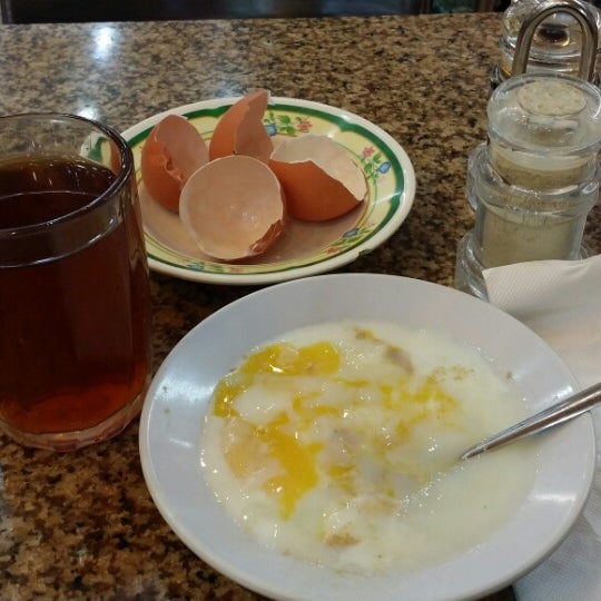 Photo taken at Restoran Al-Naz Maju by alifreyes O. on 2/5/2014