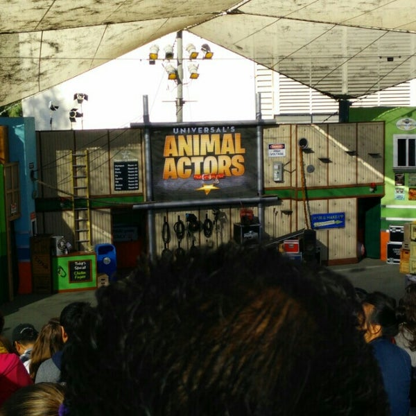Photo taken at Universal's Animal Actors by Karthik V. on 11/28/2015