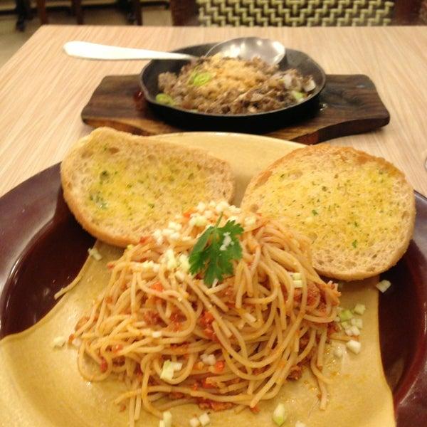 Photo taken at Sérye Café Filipino by Norman O. on 6/14/2013