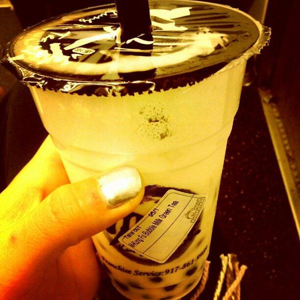 Photo taken at Kung Fu Tea 功夫茶 by Athena L. on 10/17/2012
