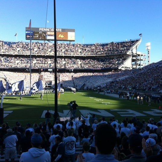 Photo taken at Beaver Stadium by Najmi N. on 9/14/2013