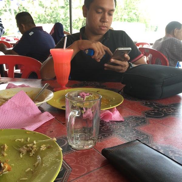Photo taken at Gerai No 9 Bukit Angin by Ahmad S. on 9/5/2016