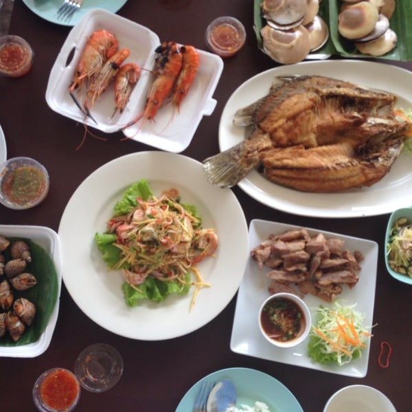 Photo taken at บ้านชมวิว (Baan Chom View) by MyMelodySine on 10/20/2013