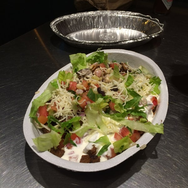 Photo taken at Chipotle Mexican Grill by Sukil Y. on 8/16/2014