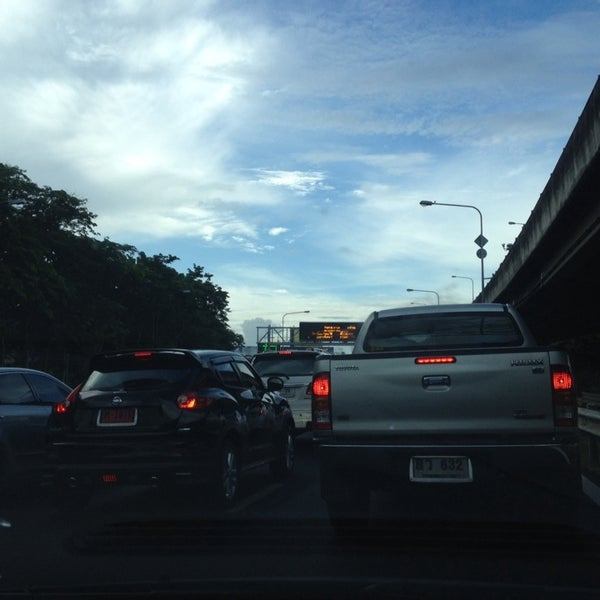 Photo taken at ด่านฯ ดาวคะนอง (Dao Khanong Toll Plaza) by Peerapong A. on 6/16/2014