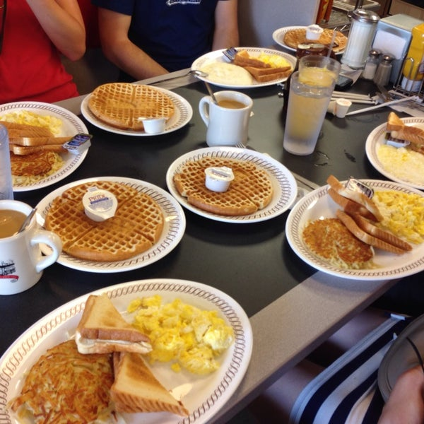 Photo taken at Waffle House by Petr M. on 7/20/2013