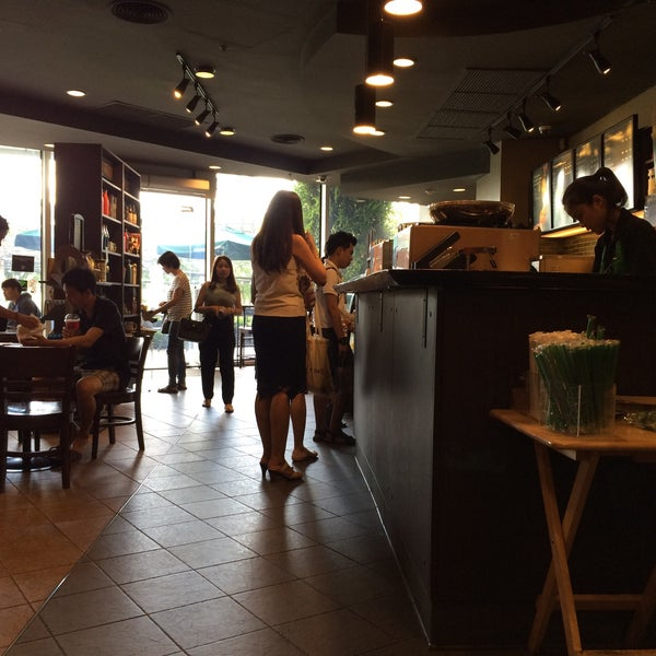 Photo taken at Starbucks by CHEN! on 7/9/2016