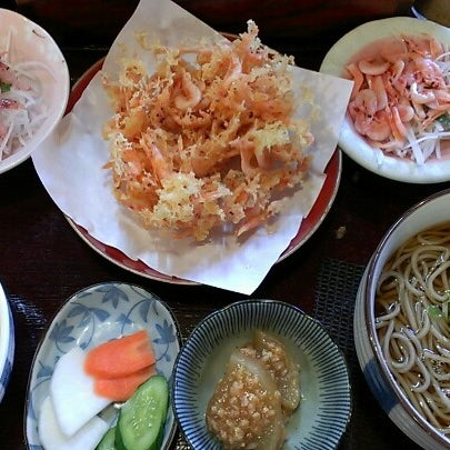 Photo taken at 食堂さくら屋 by ぴんきー も. on 10/18/2012