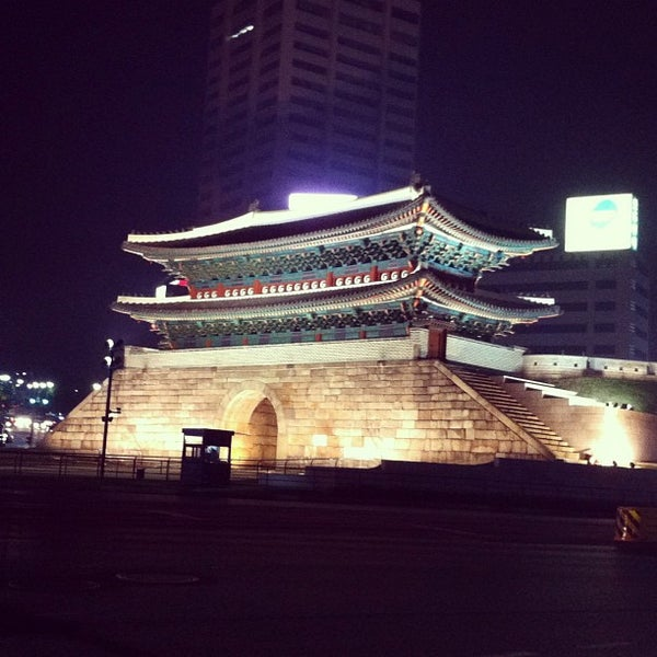 Photo taken at 숭례문 (崇禮門, Sungnyemun) by sungwoo C. on 5/11/2013