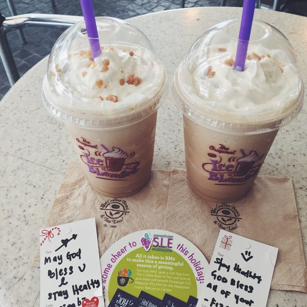 Photo taken at The Coffee Bean by Iuejan B. on 11/19/2015