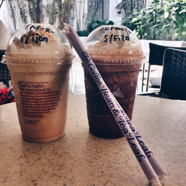 Photo taken at The Coffee Bean by Iuejan B. on 12/9/2015
