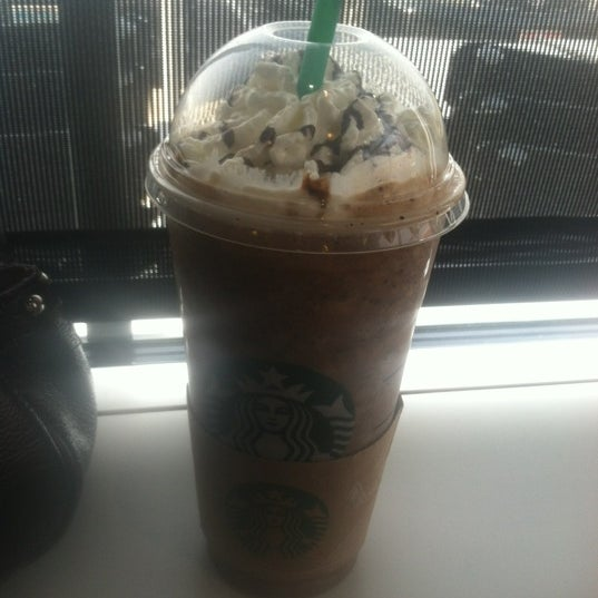 Photo taken at Starbucks by Keisha G. on 11/21/2013