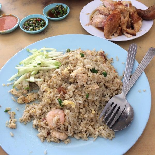 Photo taken at Restoran Victory by Liyana Y. on 12/5/2016