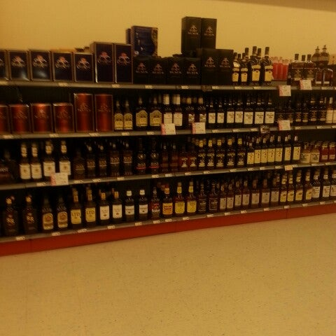 Photo taken at Spec's Wines, Spirits & Finer Foods by Riza Renée Routte Woods M. on 7/13/2013