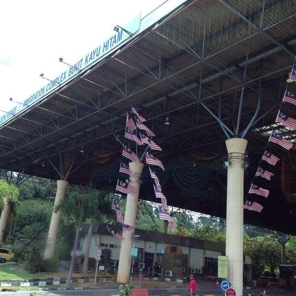 Photo taken at Bukit Kayu Hitam Immigration Complex by Yulvina Kusuma P. on 9/6/2015