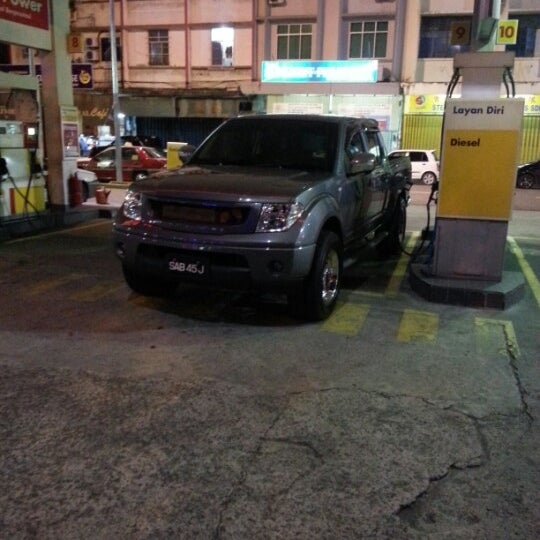 Photo taken at Shell (Hock Hoe Hin Hong Kee Sdn. Bhd.) by isa on 1/8/2013