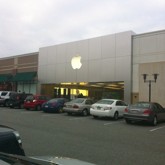 Photo taken at Apple Store, Friendly Center by Sandy M. on 10/9/2012