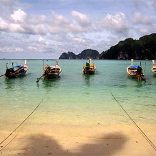 Photo taken at เกาะพีพีดอน (Koh Phi Phi Don) by Prateek on 10/13/2012