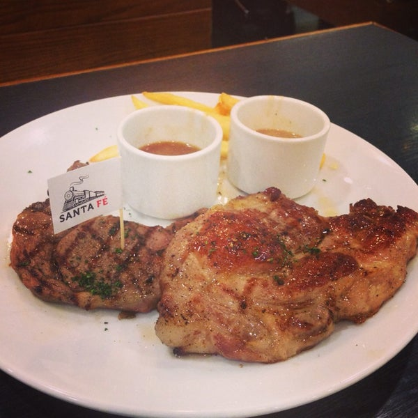 Photo taken at Santa Fé Steak (ซานตา เฟ่ สเต็ก) by Pitipat J. on 3/22/2014