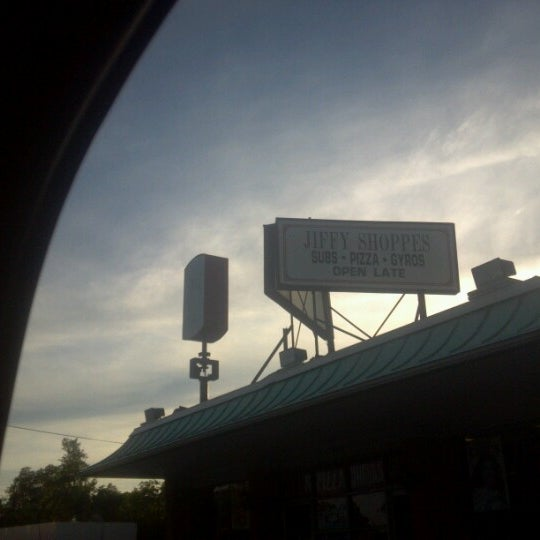Photo taken at Jiffy Shoppes by Fleetwood S. on 10/6/2012