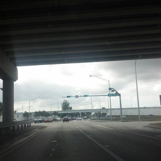 Photo taken at Under The Turnpike by Juan J. P. on 1/4/2013