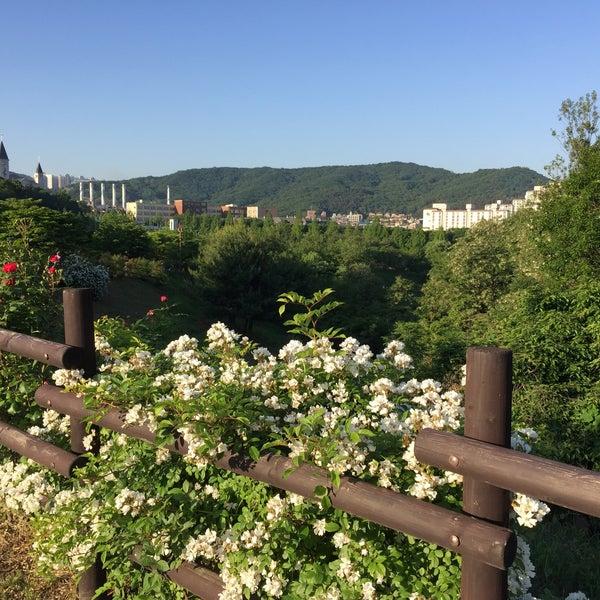 Photo taken at 율동공원 (Yuldong Park) by ㅂㅇ ㅊ. on 5/23/2015