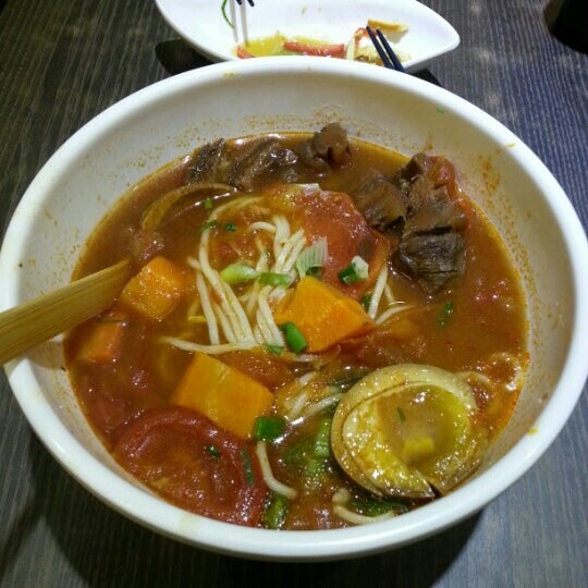 Photo taken at Dong's Beef Noodles 董家台灣牛肉麵 by Carmen C. on 10/18/2012