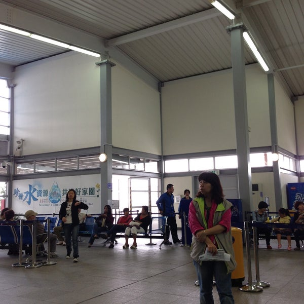 Photo taken at Taipa Ferry Terminal | Terminal Marítimo de Passageiros da Taipa | 氹仔客運碼頭 by Miteee P. on 4/27/2013