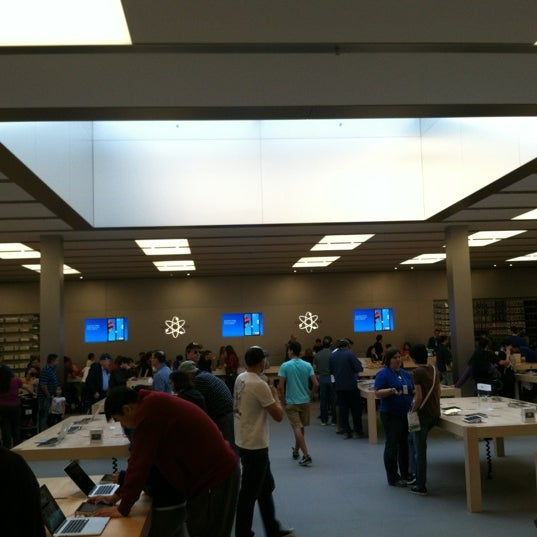 Photo taken at Apple Bellevue Square by Marla @. on 10/7/2012