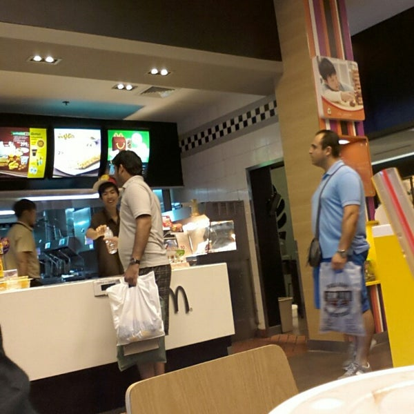 Photo taken at McDonald's (แมคโดนัลด์) by Jami Mohammad K. on 6/23/2014