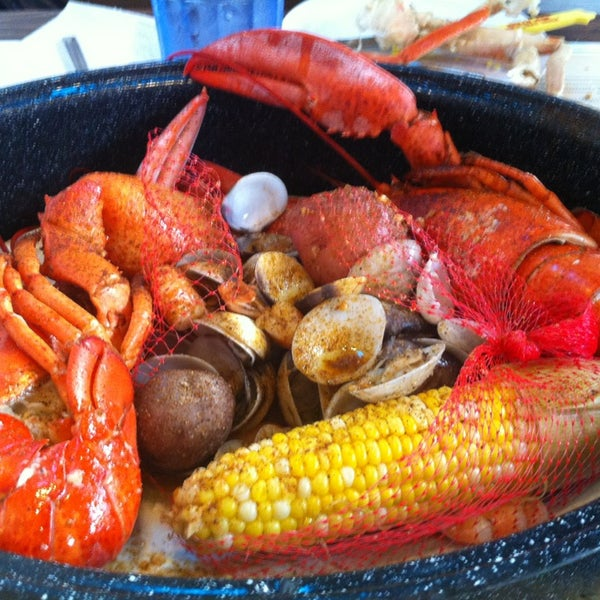 Joe 39 s crab shack seafood restaurant in west nyack for Two fish crab shack
