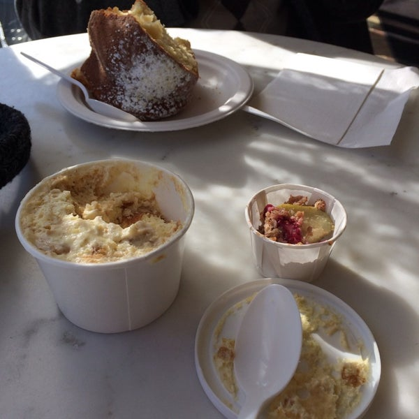 Photo taken at Magnolia Bakery by Alyssa J. on 2/10/2014
