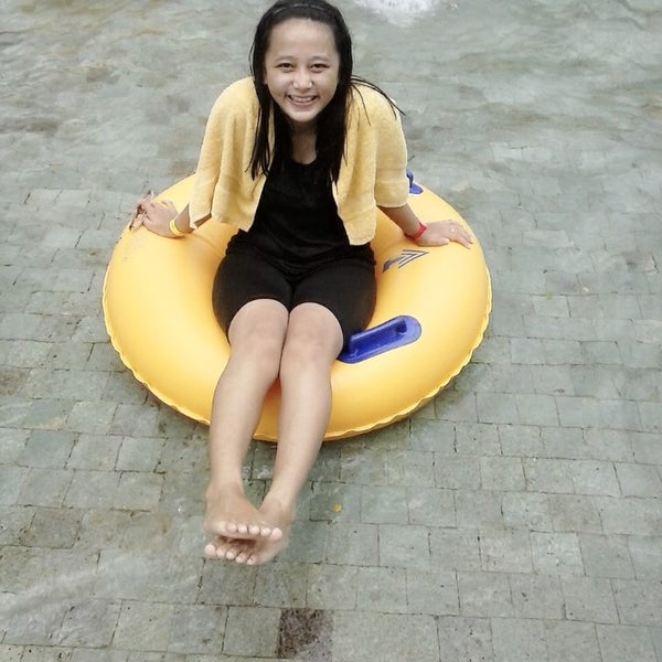 Photo taken at Waterbom Jakarta by fitri apsari s. on 4/9/2014