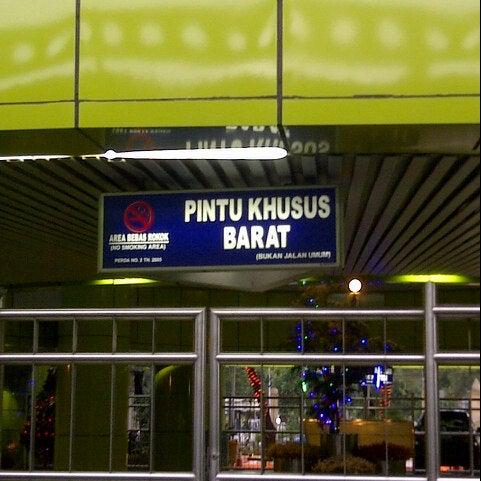 Photo taken at Stasiun Gambir by Danny F. on 1/4/2013