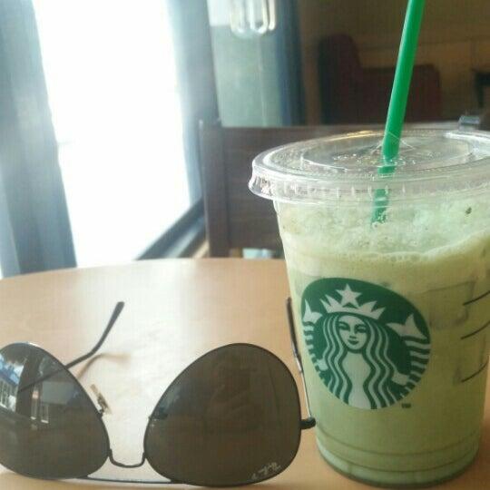 Photo taken at Starbucks by Savichai J. on 4/12/2016