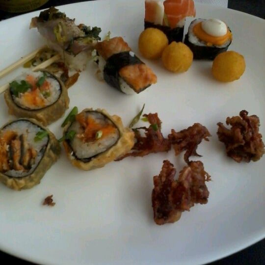 Photo taken at Banzai - Culinária Oriental by Núbia F. on 10/18/2012