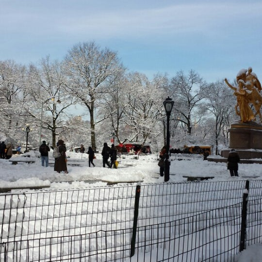 Photo taken at Grand Army Plaza by Marcus on 2/4/2014