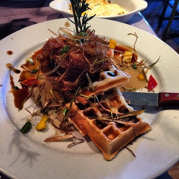 Photo taken at Hash House a Go Go by Giovanni H. on 3/9/2014