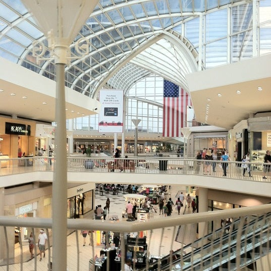Find the store hours and business days information of Riverchase Galleria. Spot the offers for the stores you´ll find at this and other shopping malls in Hoover AL. .