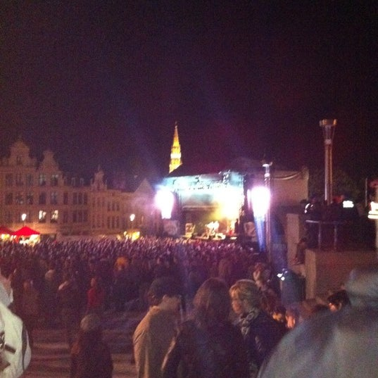 Photo taken at Paleizenplein / Place des Palais by Aude v. on 8/14/2011