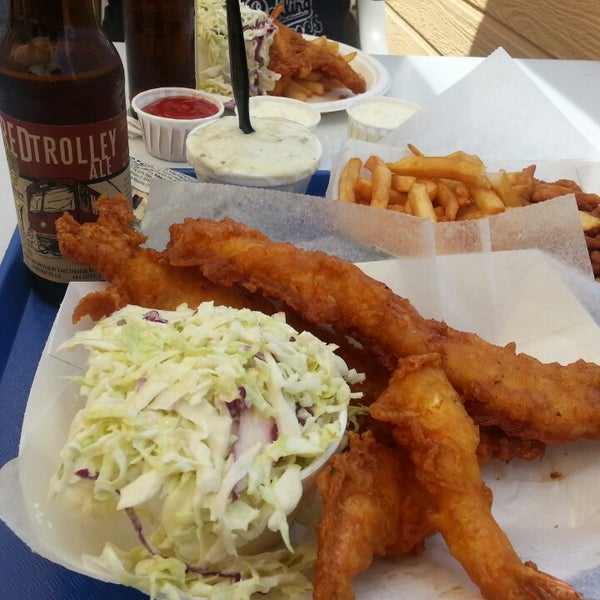 Photo taken at Harbor Fish and Chips by Benny L. on 5/23/2014