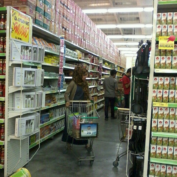 Photo taken at Giant Hypermarket by Ahmad H. on 10/1/2013
