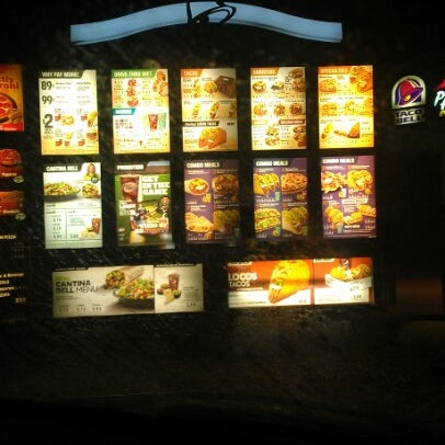 Photo taken at Taco Bell by Mandi W. on 11/5/2012