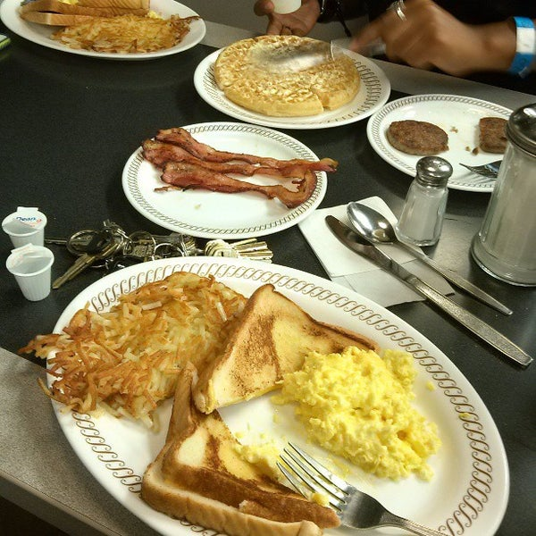 Photo taken at Waffle House by Kenneth C. on 4/18/2013