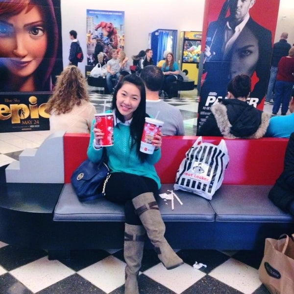 Photo taken at AMC Loews Palisades Center 21 by Jessica N. on 1/6/2013