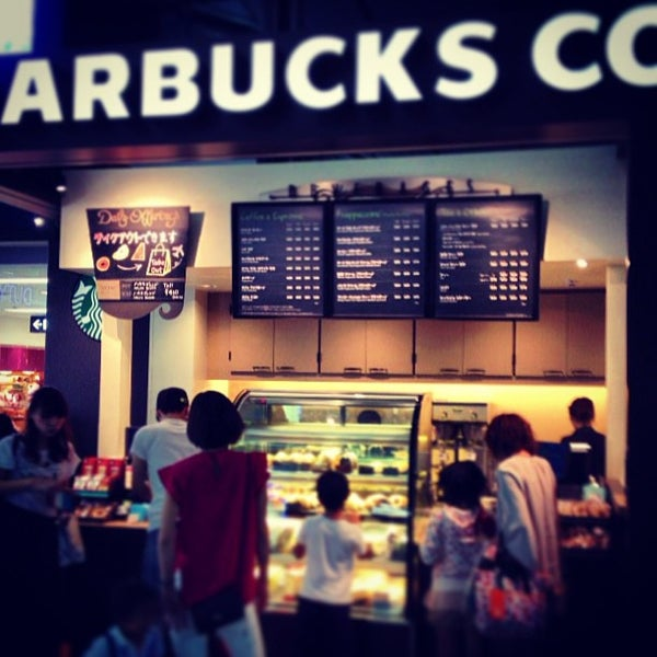 Photo taken at Starbucks Coffee 関西国際空港エアサイド店 by Kosuke F. on 8/13/2013