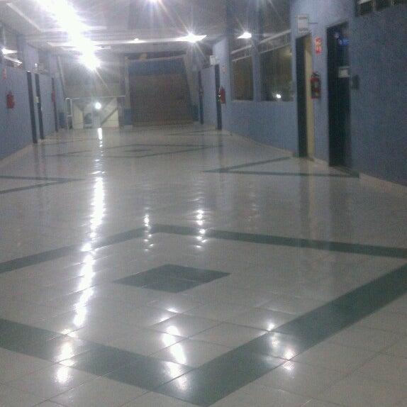 Photo taken at Universidad del Valle de Atemajac (UNIVA) by Roger G. on 3/1/2013