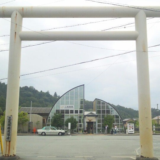 Photo taken at 二見浦駅 (Futaminoura Sta.) by TERA T. on 10/5/2013
