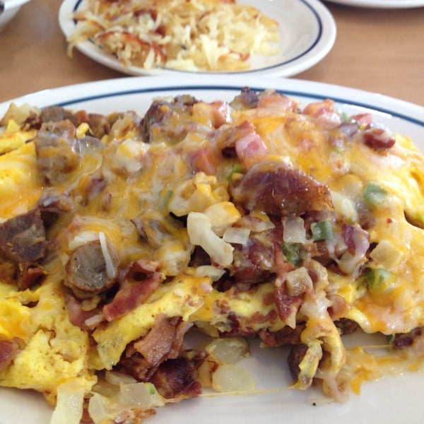 Photo taken at IHOP by Victor L. on 2/6/2014