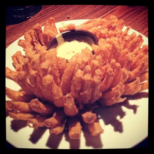 Foto tirada no(a) Outback Steakhouse por Mayra C. em 12/14/2012